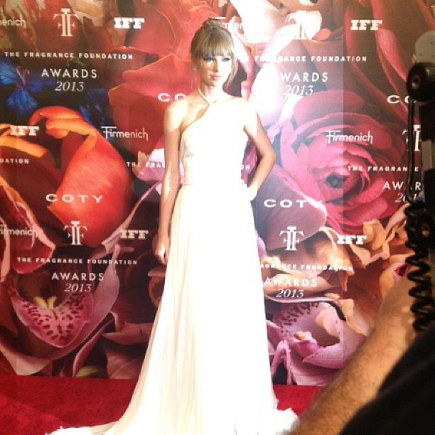 Taylor Swift looked flawless at the FiFi Awards.
