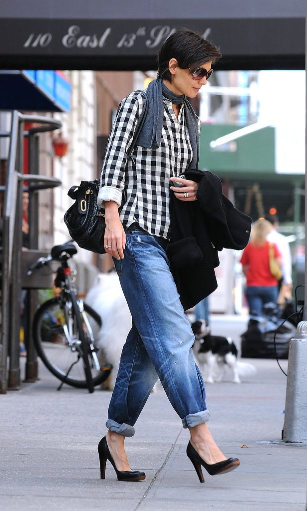 Katie Holmes brought tapered denim back in style with a gingham top, square-toe pumps, and a textured shoulder bag in 2008.