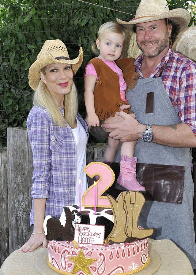 Hattie's cowgirl-themed second birthday cake from Hansen's.