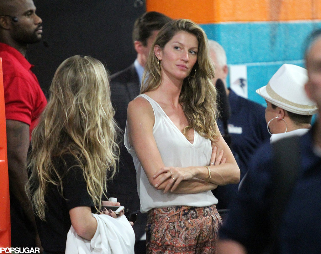 Gisele Bündchen waited near the locker room with a group of women.