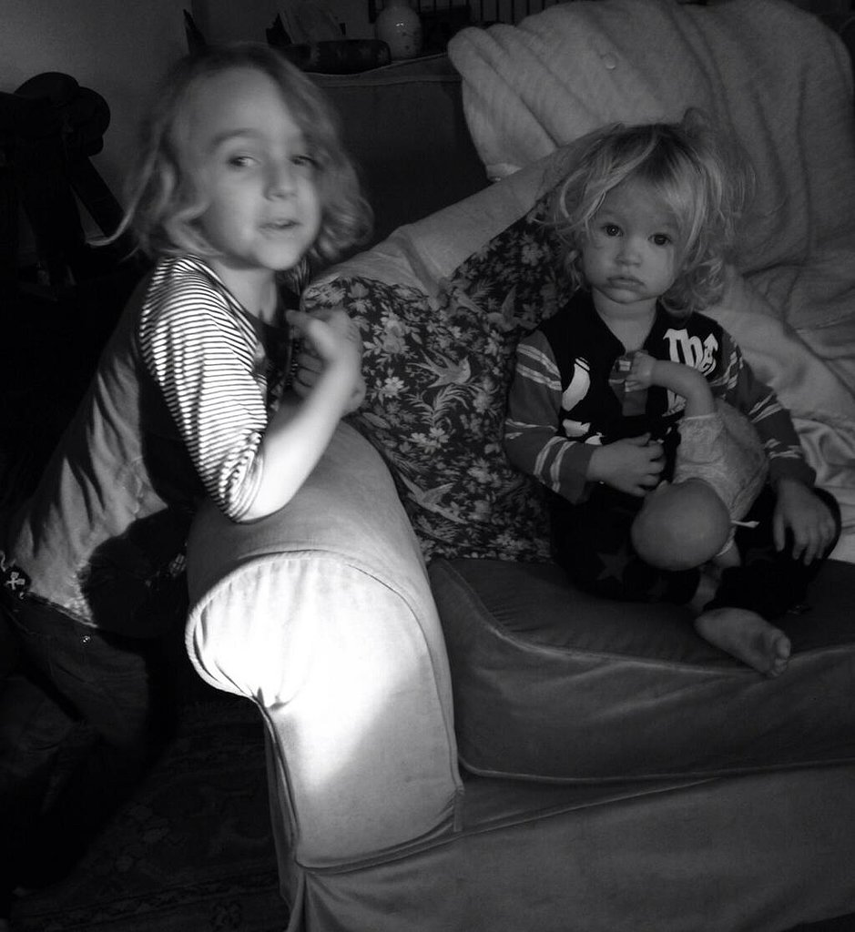 Little Maxwell Johnson had some sweet cousin time with big cousin Bronx. Source: Twitter user JessicaSimpson