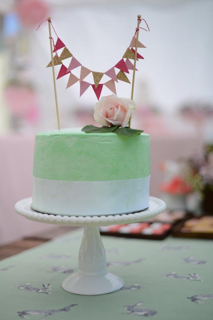 Sweet Smash Cake