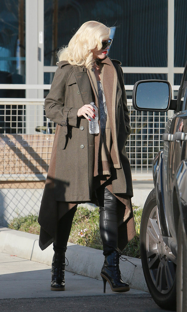 In a coat like this, Gwen could totally muster a fashion army. The timeless olive trench was styled over a warm brown cardigan with a kerchief hem and serious leather boots, making for five-star style.
