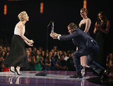 Michael Weatherly dramatically presented Sarah Michelle Gellar with her award.