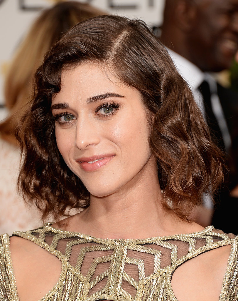 Lizzy Caplan's retro waves were so fetch.