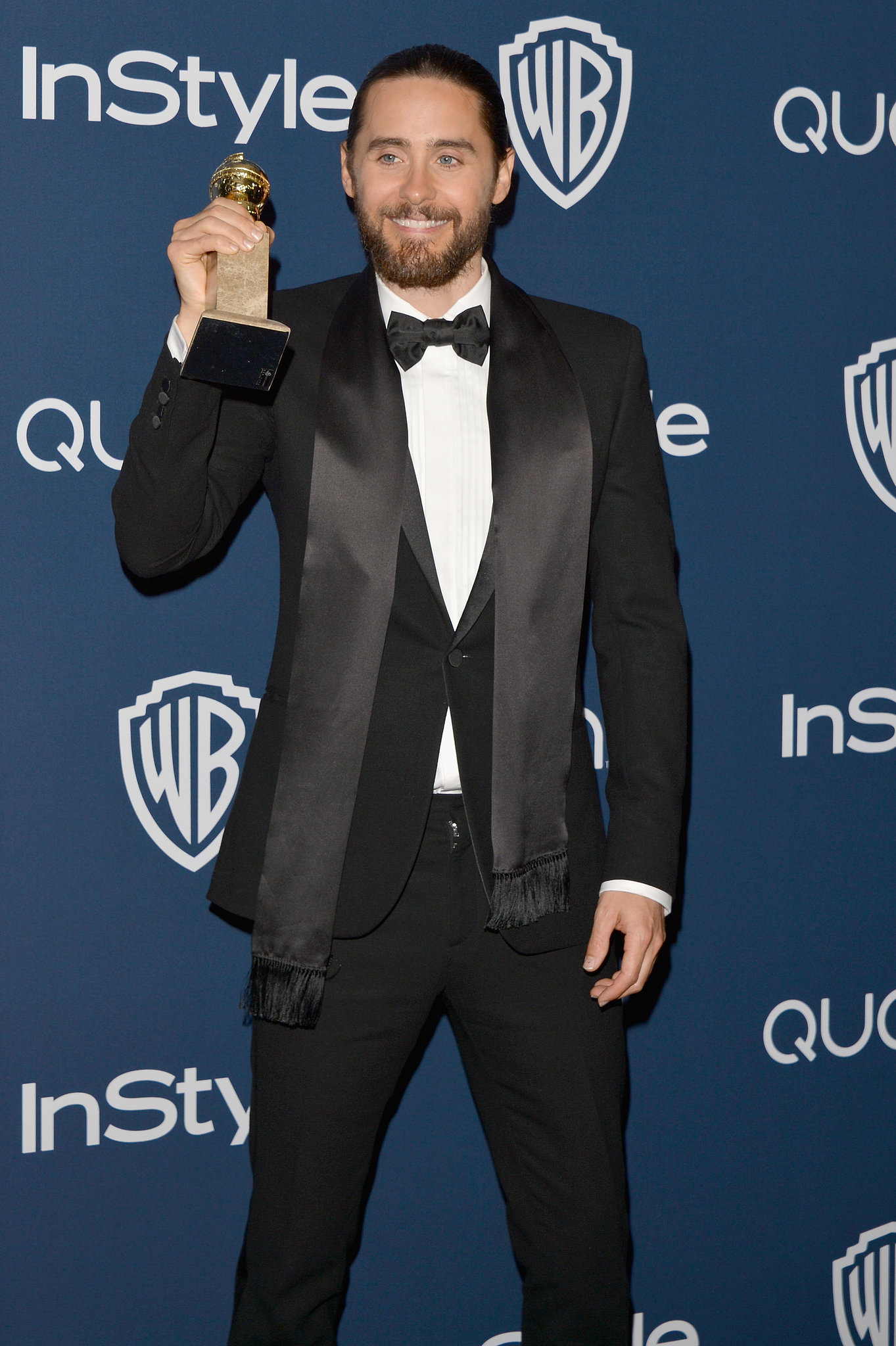 Jared Leto posed with his best supporting actor award at the InStyle bash.
