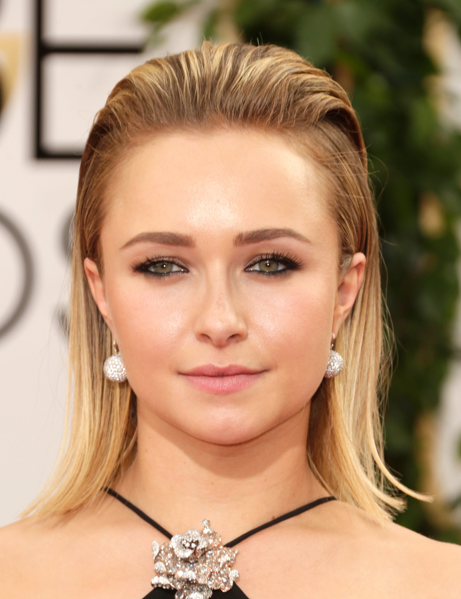 Hayden Panettiere's halter neckline and slicked-back hair were the perfect opportunity to reveal her own beautiful drop earrings.