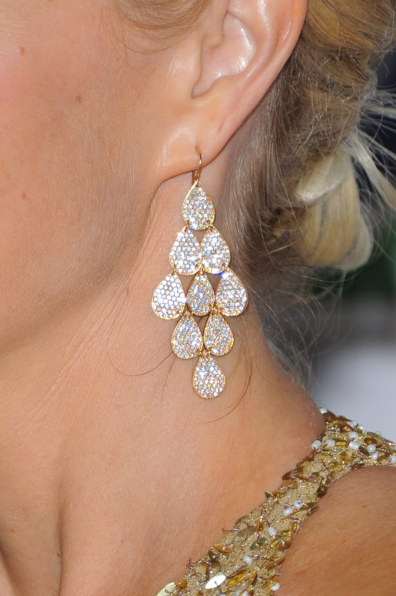 Monica Potter chose a lovely pair of Irene Neuwirth rose gold pavé nine drop earrings.