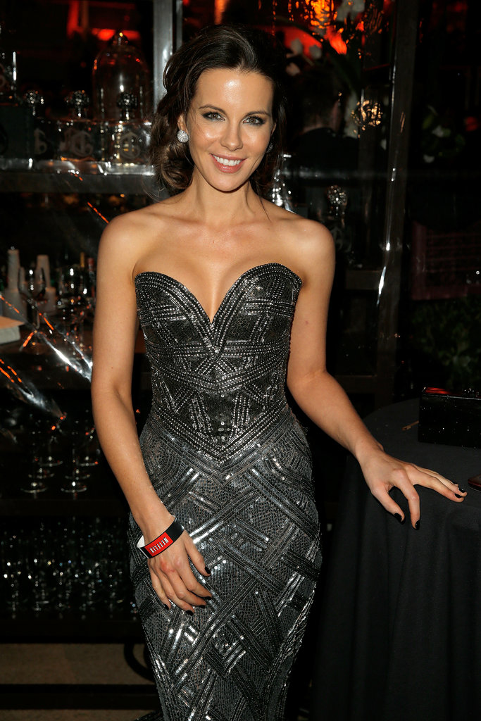 Kate Beckinsale looked glamorous in a strapless gown.