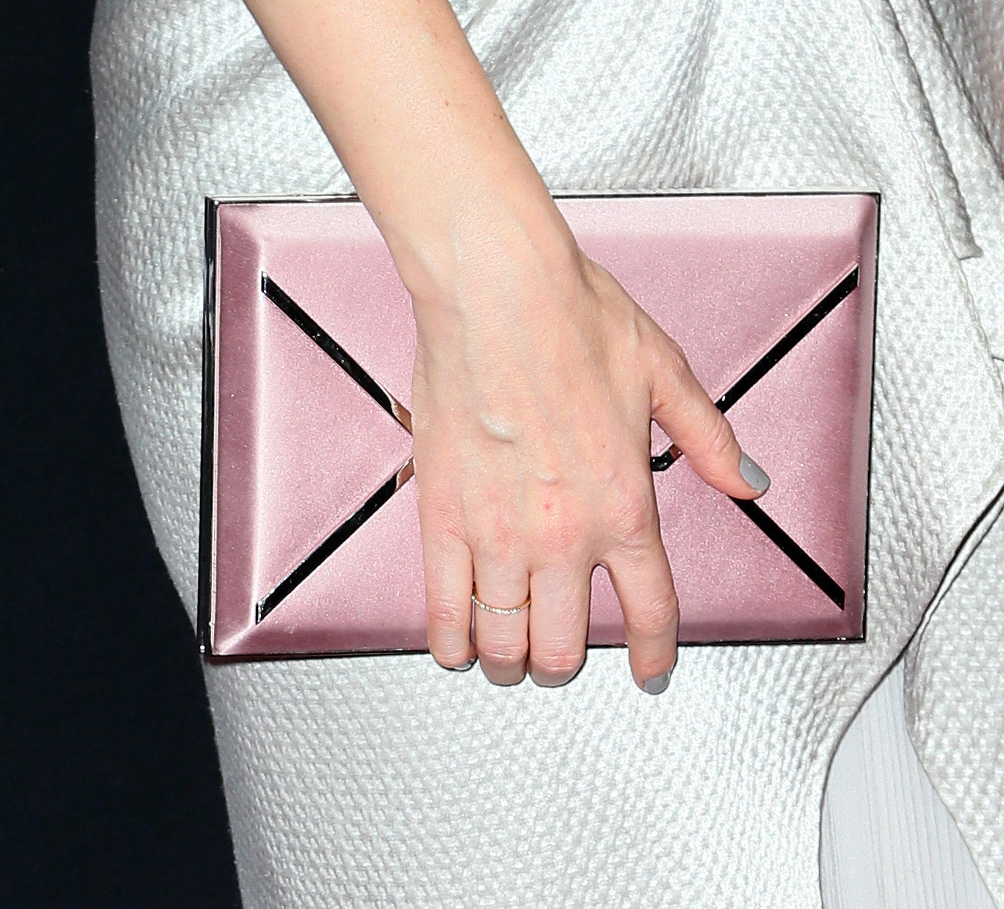 Kate Mara played a soft, metallic envelope clu