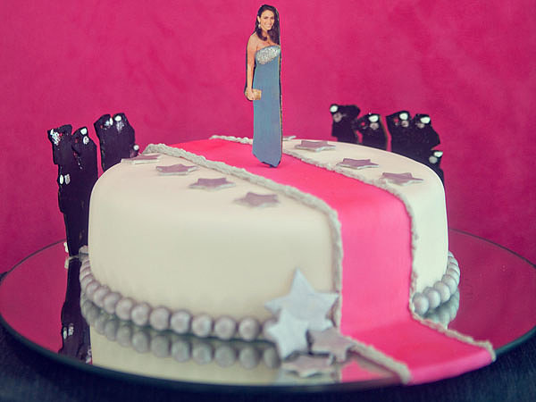 The star-adorned cake (by Gabriela Xacur of Gourmet Sweets) featured a cutout of the bride-to-be strutting her stuff on a pink carpet. Surrounded by paparazzi, naturally. Photo by Serendipity Studios