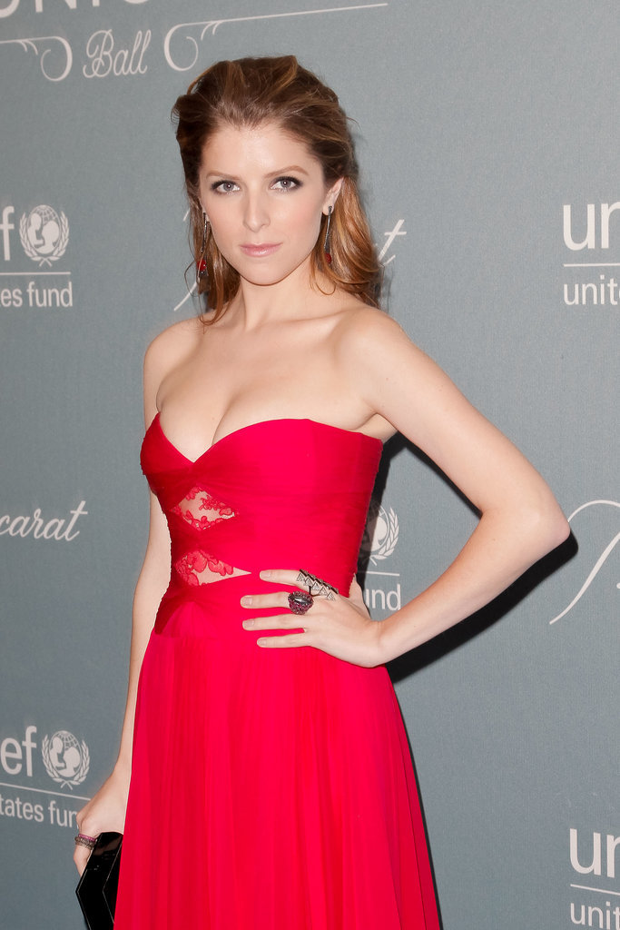 Anna Kendrick looked ravishing in red.