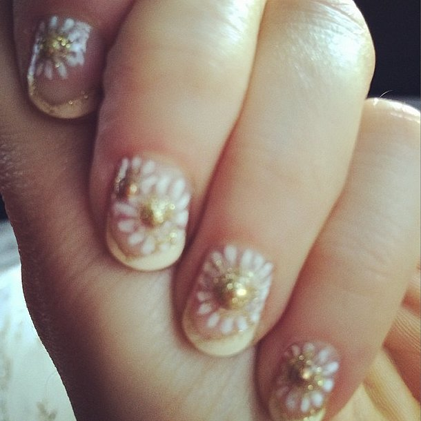 Known for her nail art, Zooey Deschanel sported these dainty daisies. Source: Instagram user zooeydeschanel