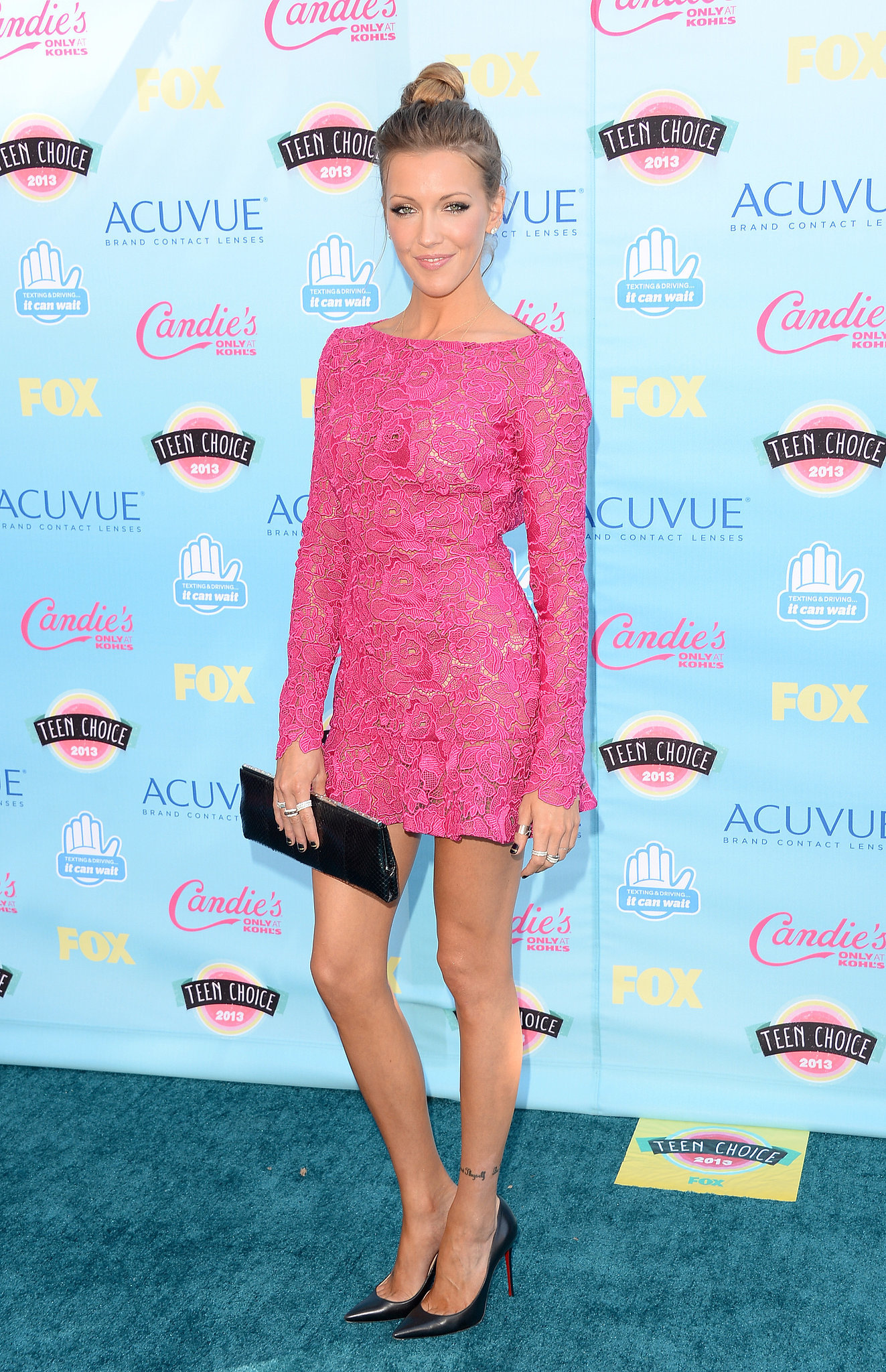 For the 2013 Teen Choice Awards, Katie Cassidy flexed her feminine muscle in a lacy Zuhair