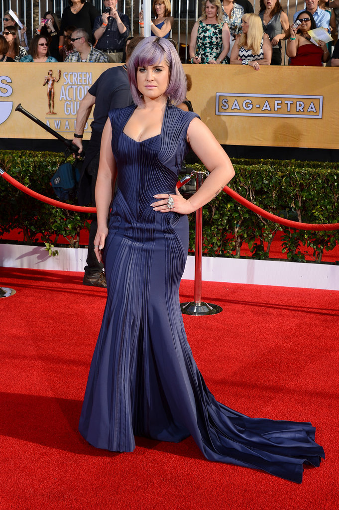 Kelly Osbourne flaunted her figure in navy.