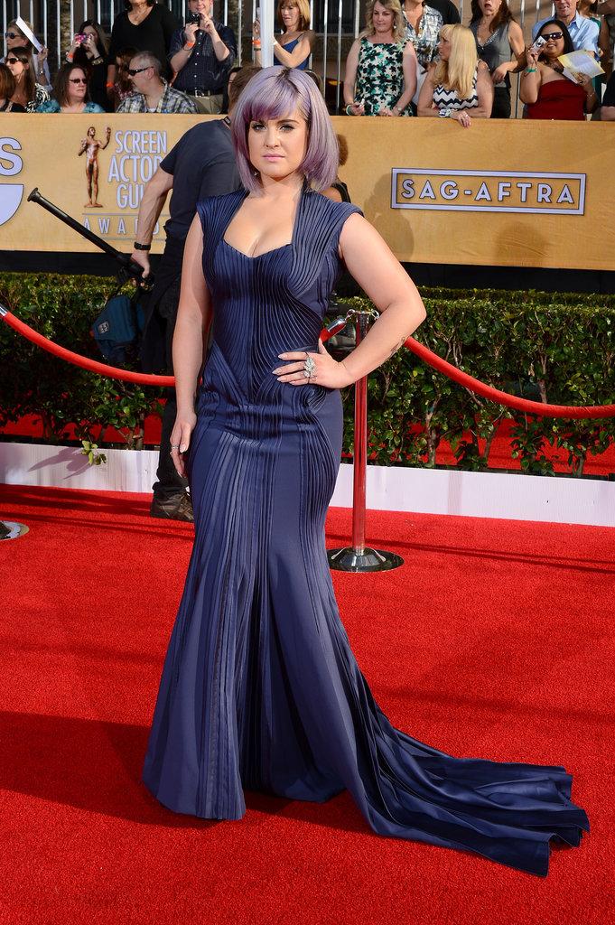 Kelly Osbourne flaunted her figure in navy.