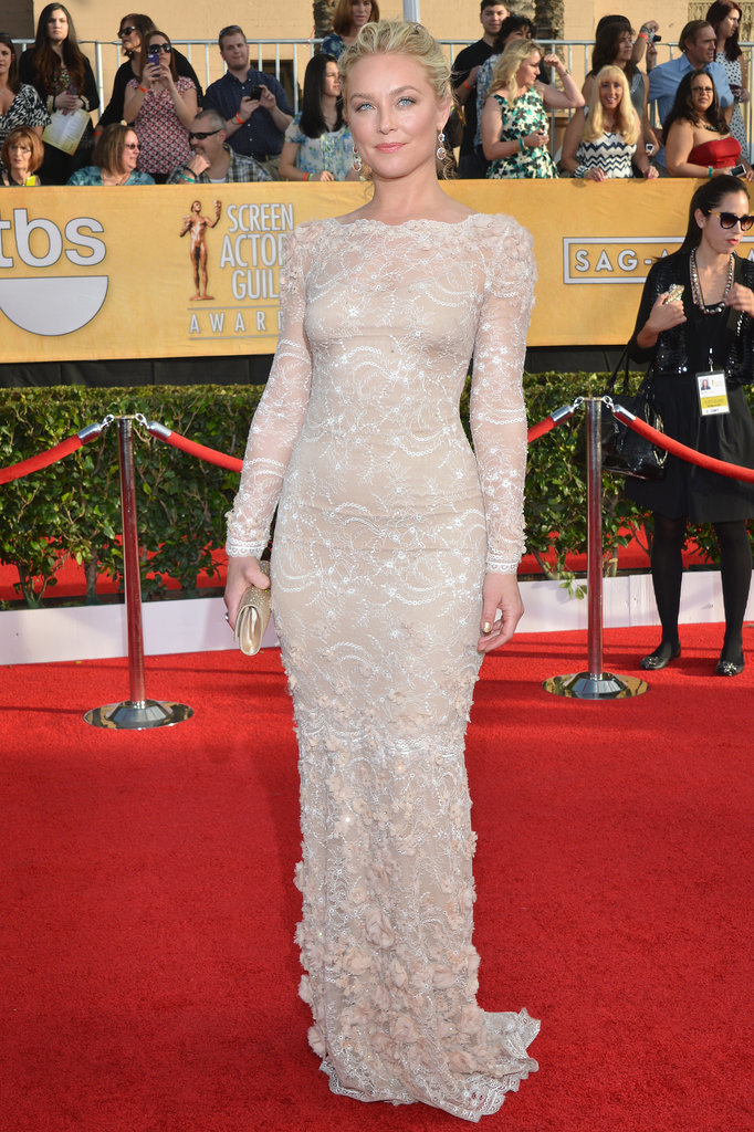 Elisabeth Rohm looked gorgeous on the red carpet.