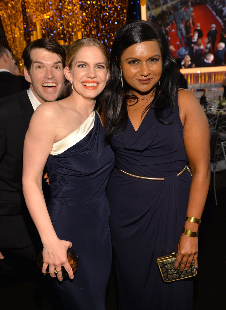 Mindy Kaling and Anna Chlumsky got photobombed by Timothy Simons.