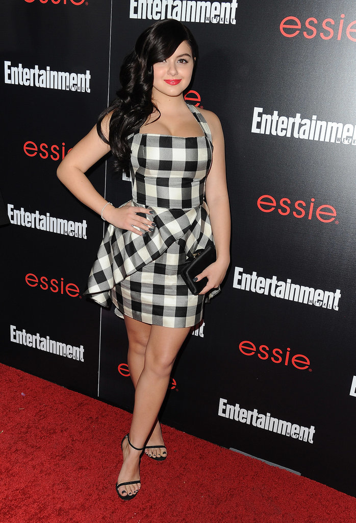 Ariel Winter looked gorgeous in a short, printed dress.