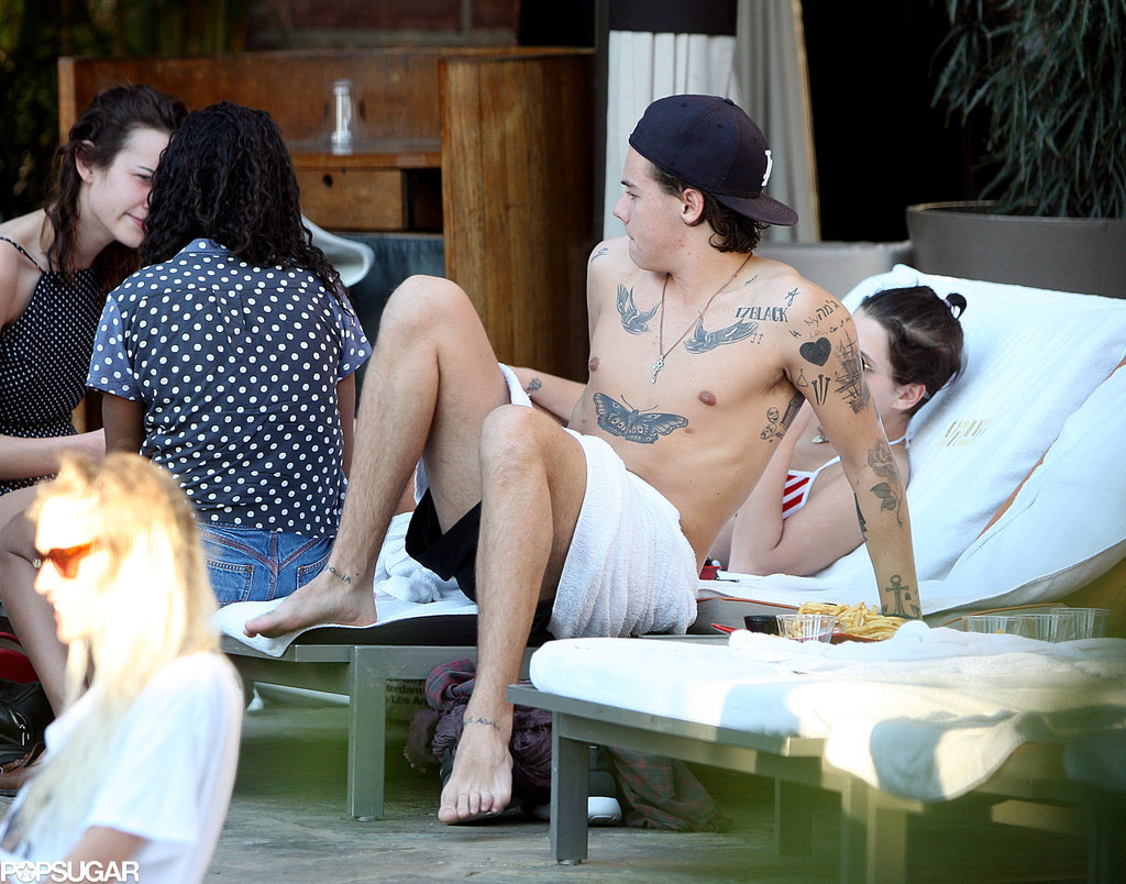 Harry Styles Goes Shirtless With British Babes