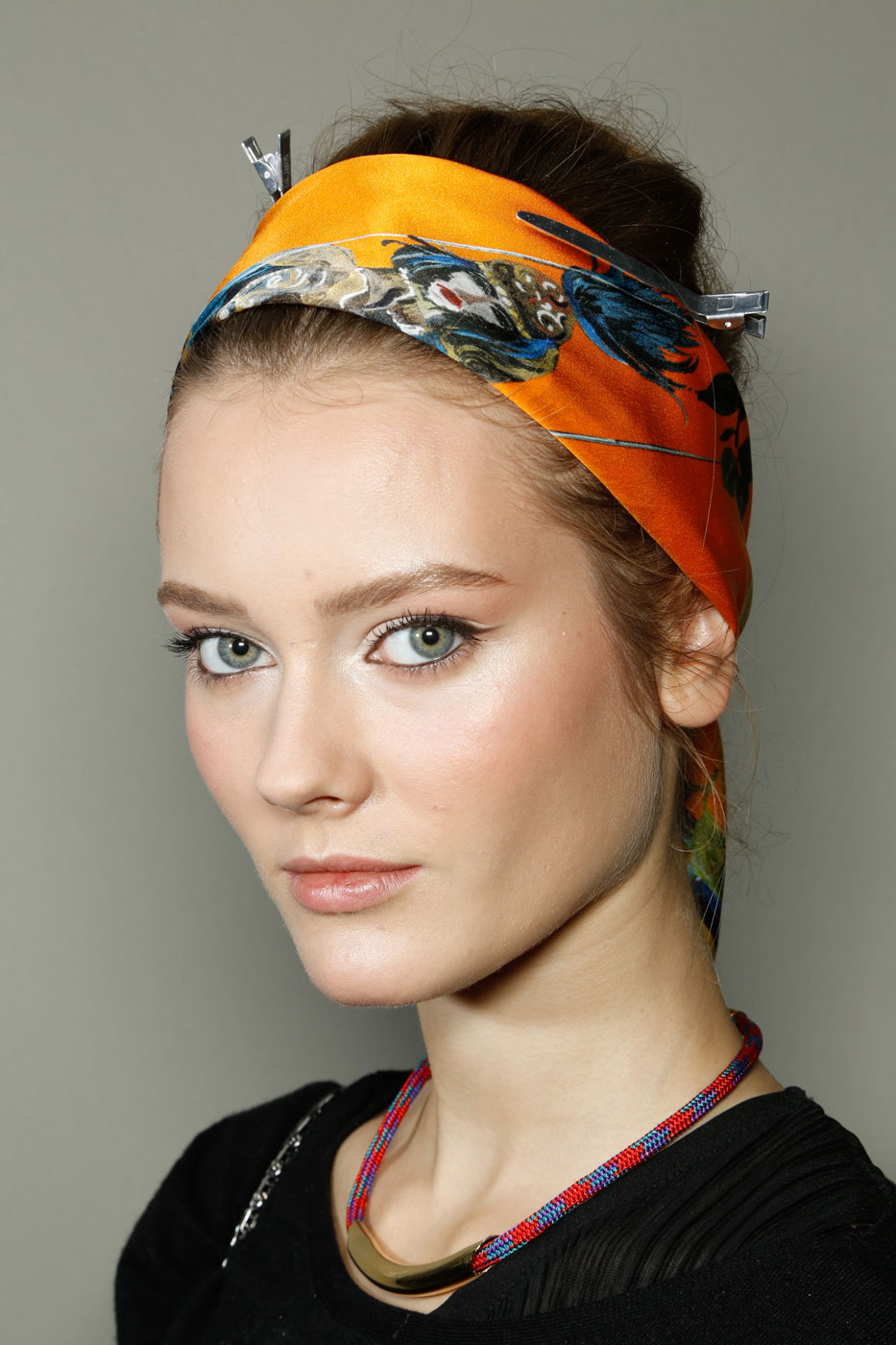 how to wear a scarf popsugar