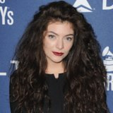 Celebrity Makeup At Pre-Grammys Party: Lorde Dark Lipstick