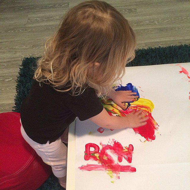 Willow Hart practiced her finger painting skills with her dad, Carey. Source: Instagram user hartluck