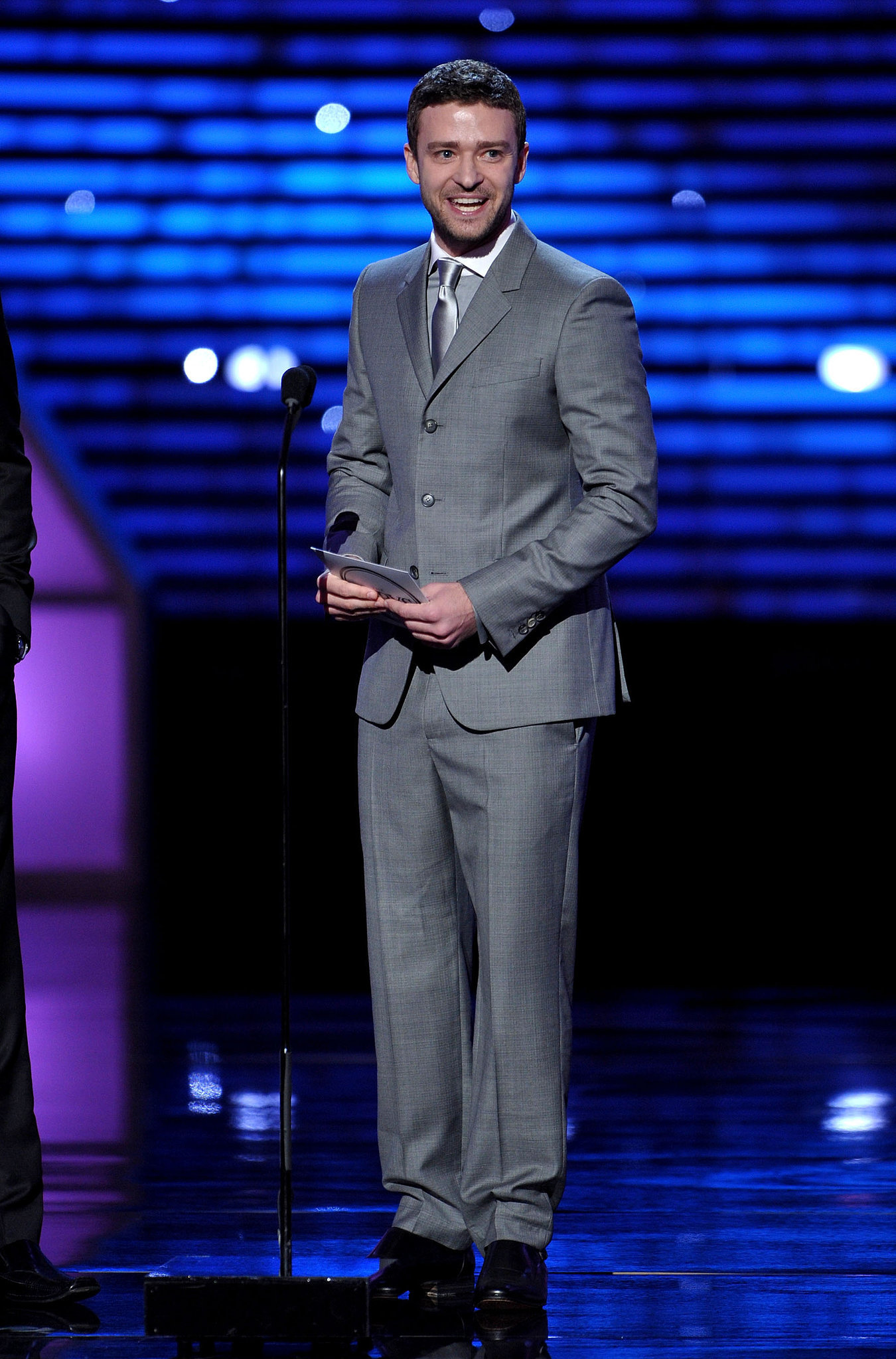 Justin paired his gray suit with a silver metallic tie at the 2011 ESPY Awards.