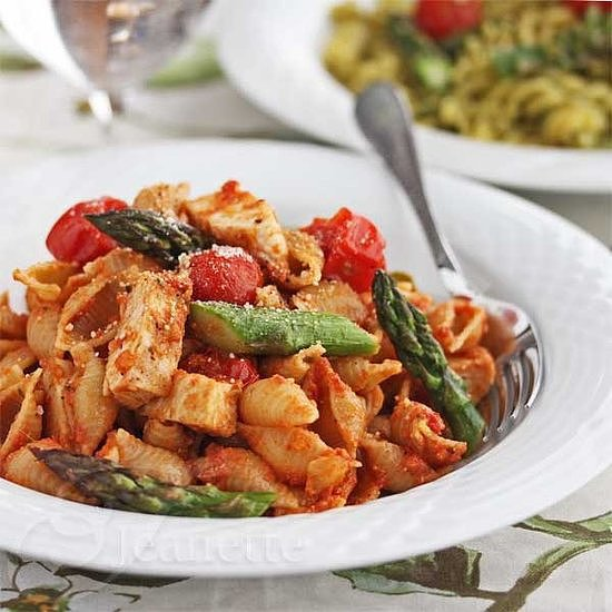 Sun-Dried Tomato Pasta With Chicken, Asparagus, and Tomatoes