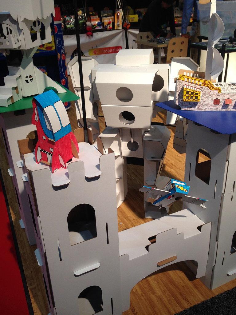Calafant Cardboard Castle