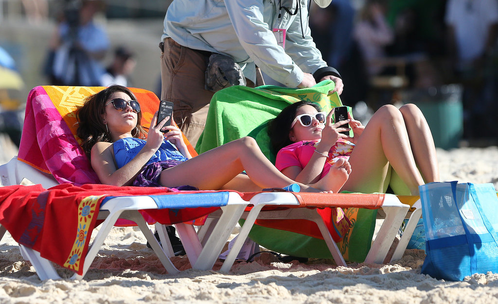 Sarah Hyland and Ariel Winter got some Vitamin D on the brightest beach chairs at Bondi Beach on Feb. 21.
