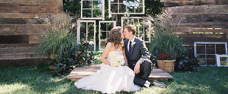 Get Creative With Your Wedding Photo Backdrops!