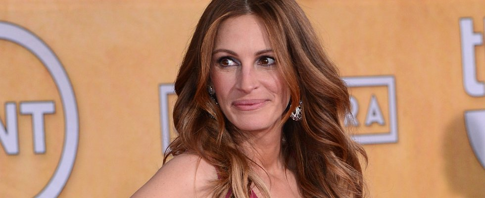 Julia Roberts Tries Out a New Hair Color Ahead of the Oscars