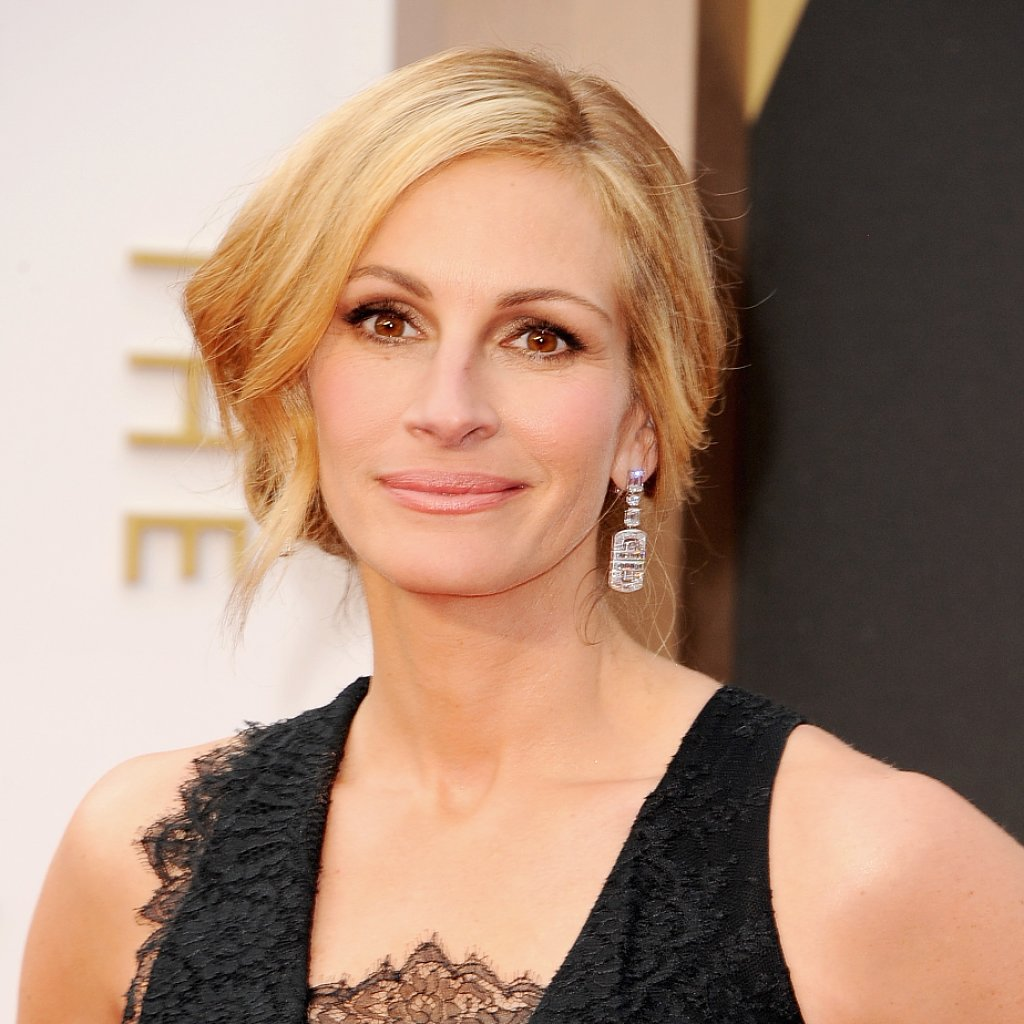 Julia Roberts Hair and Makeup at Oscars 2014