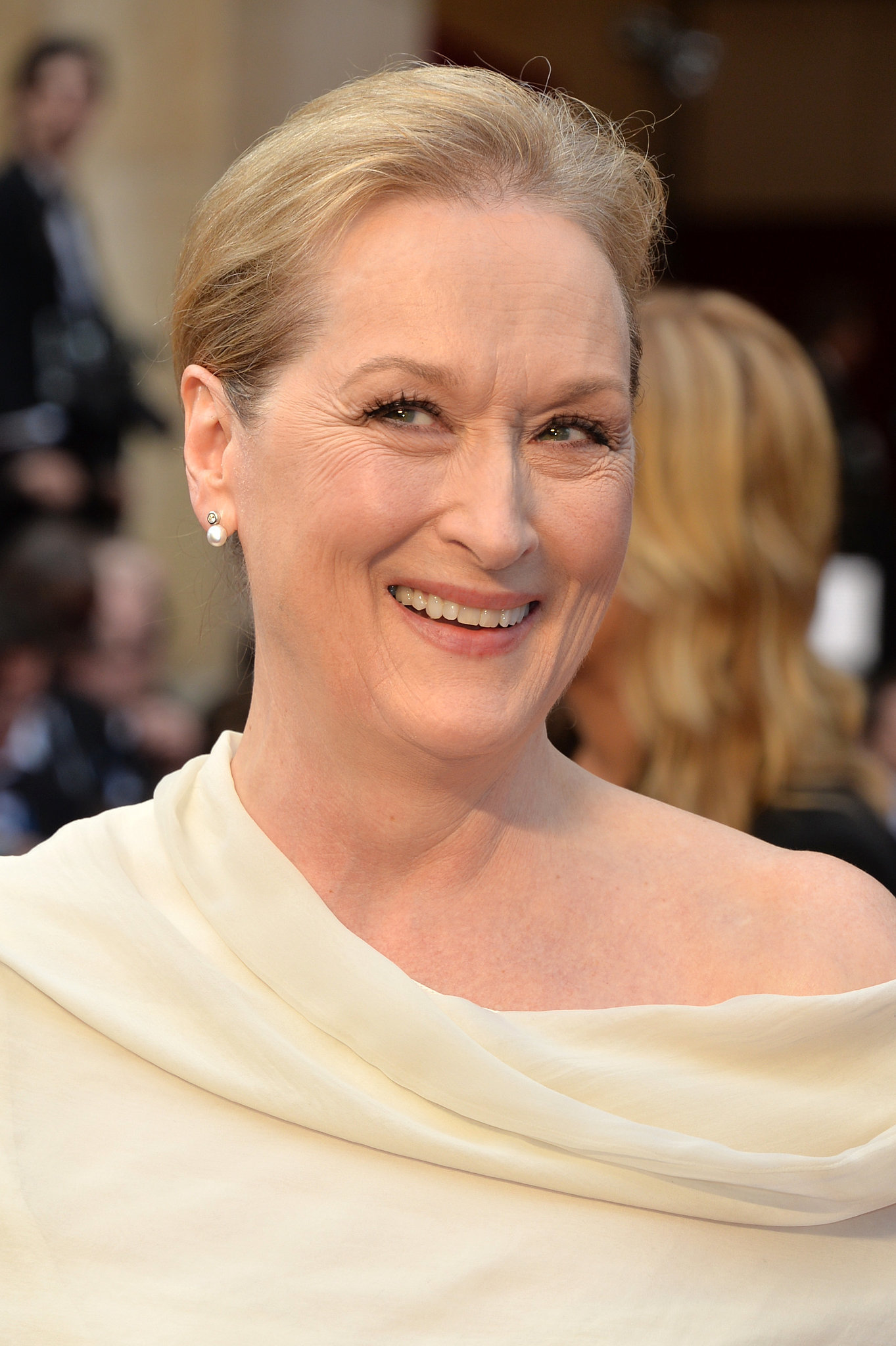 Meryl Streep At 2014 Oscars Zoom In On Every Glamorous