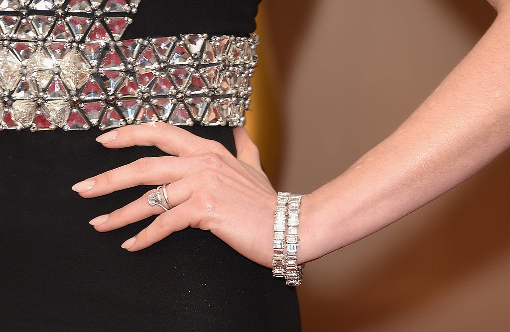 Anne Hathaway's Jewelry at the Oscars