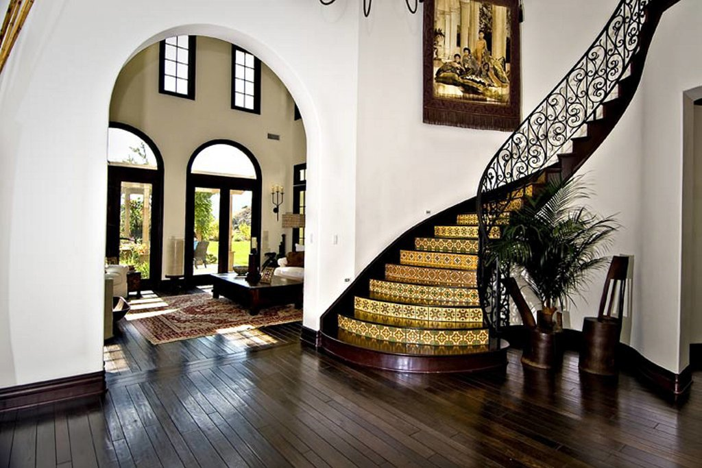 A curved staircase leading upstairs makes for a stunning entryway.  Source: Trulia