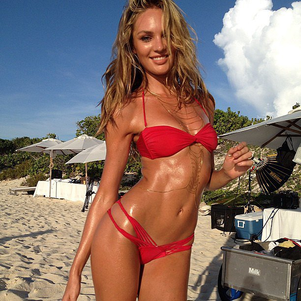 Candice Swanepoel took a break from a Victoria's Secret bikini shoot. Source: Instagram user angelcandices