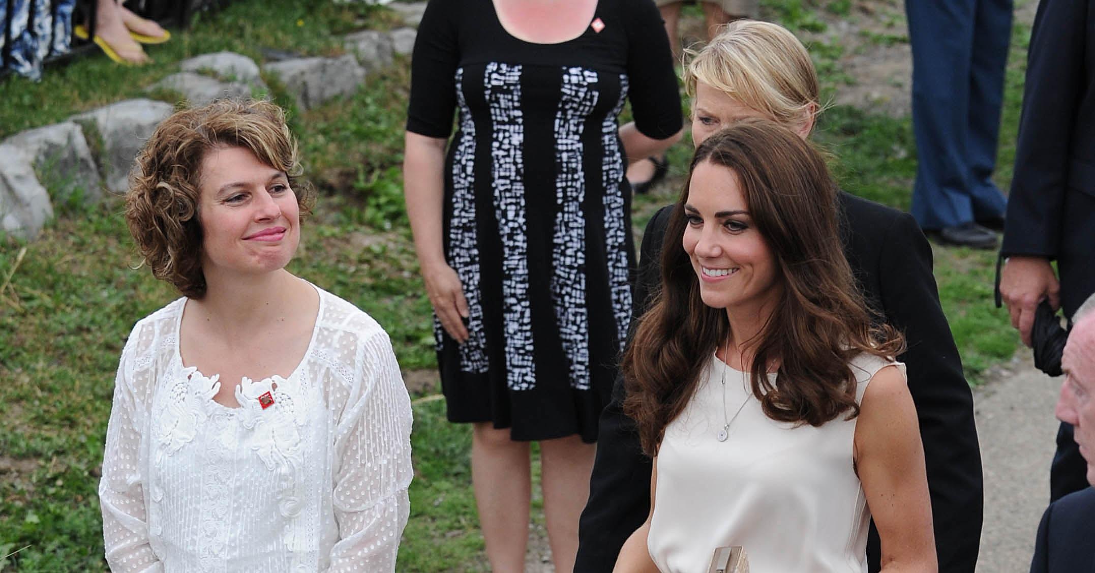 Kate Middleton paired **** pumps white dress - Kate Middleton Prince William