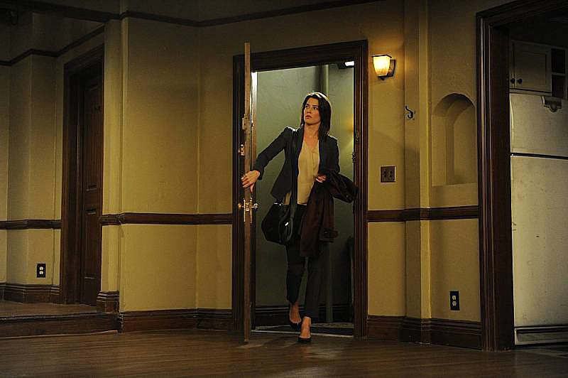Robin enters the empty apartment.
