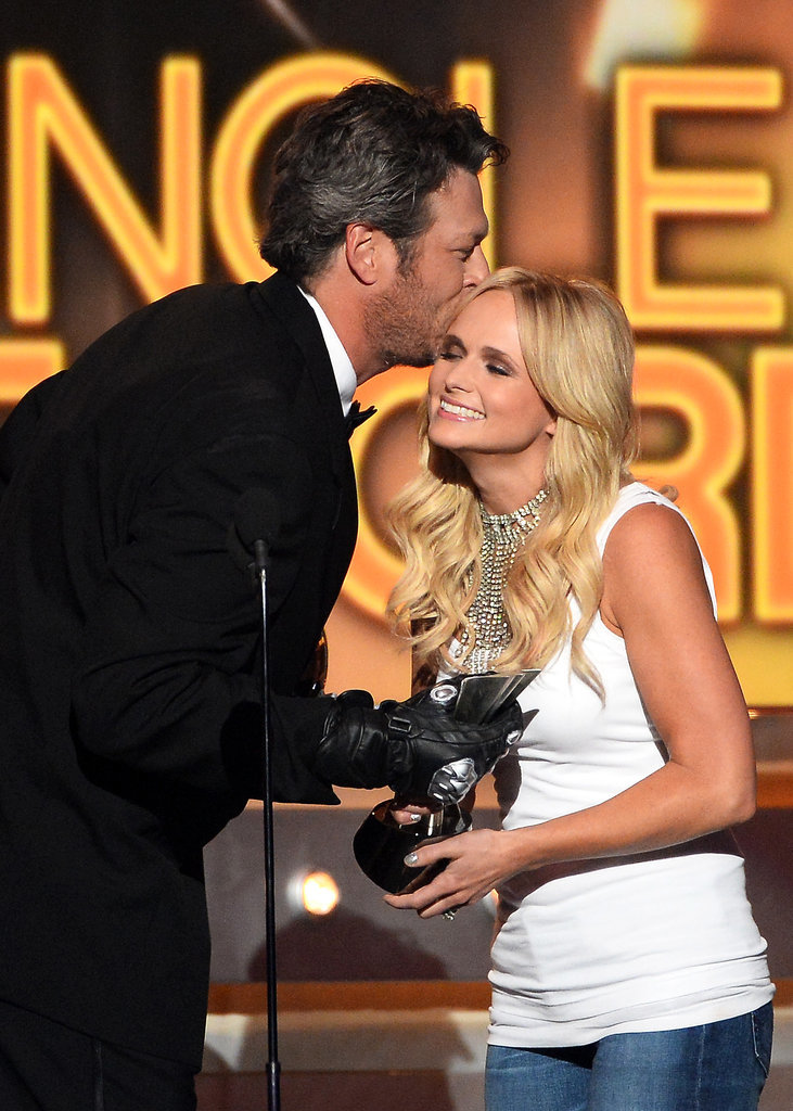 Blake Shelton kissed his wife, Miranda Lambert, when presenting her with an award.