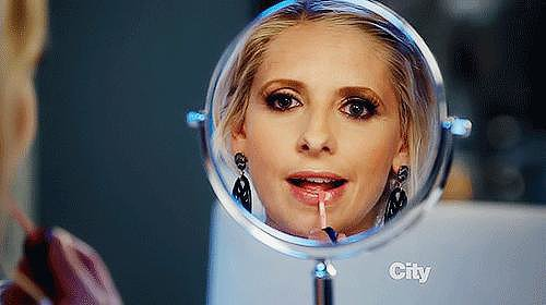 After taking a break from TV to focus on film, Sarah Michelle Gellar made a big return to TV just this year, this time in a sitcom. She currently stars in The Crazy Ones with Robin Williams.