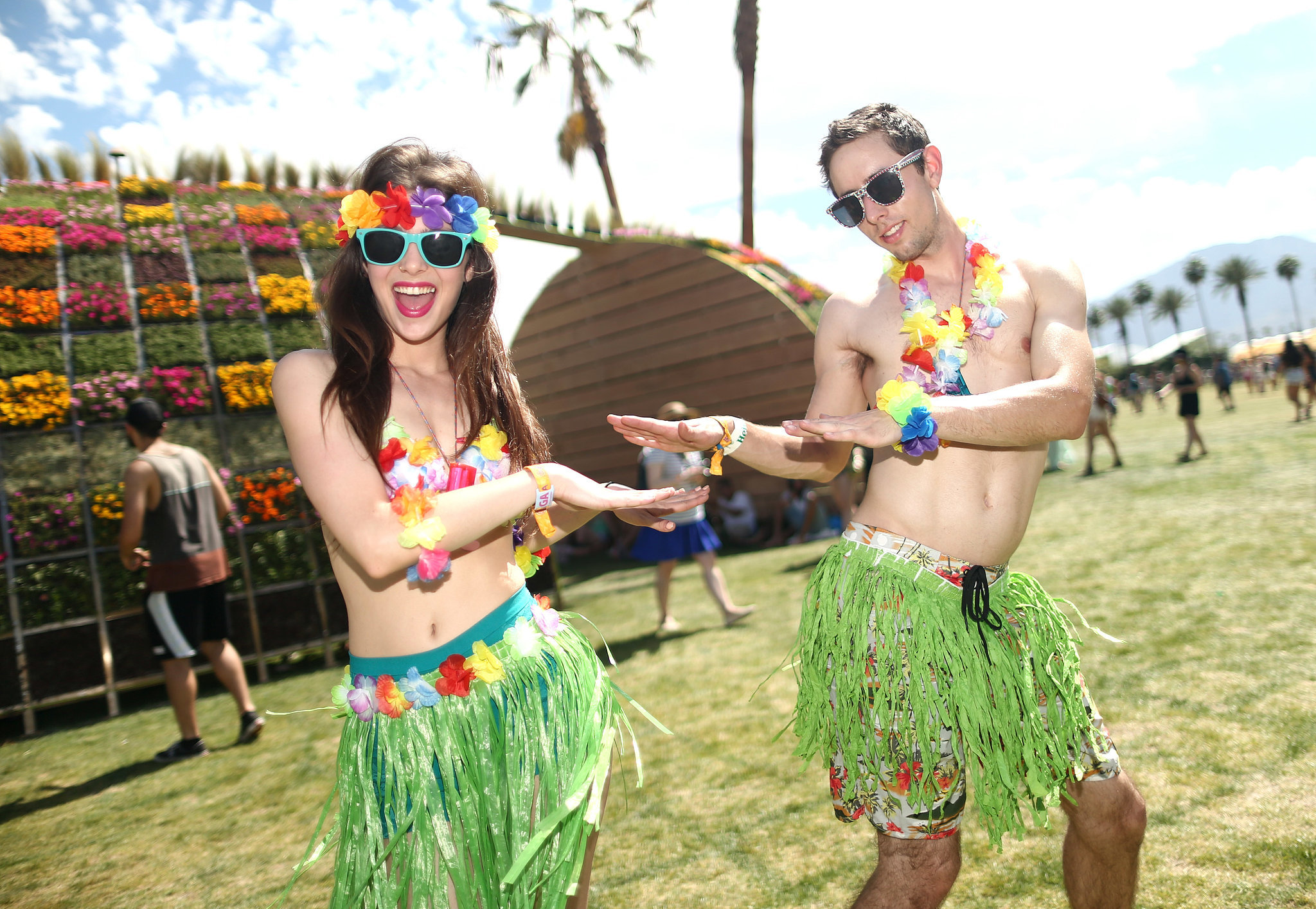 A couple hula danced in their Hawaii-inspired Coachella wear.