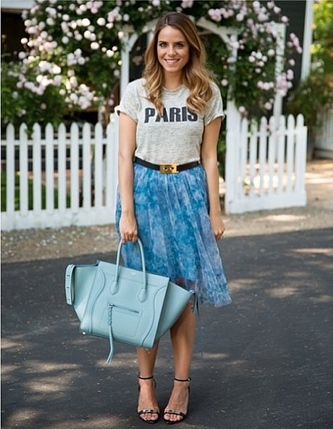 See how a tee becomes transformed tucked into a full, feminine skirt.  Source: Instagram user juliahengel