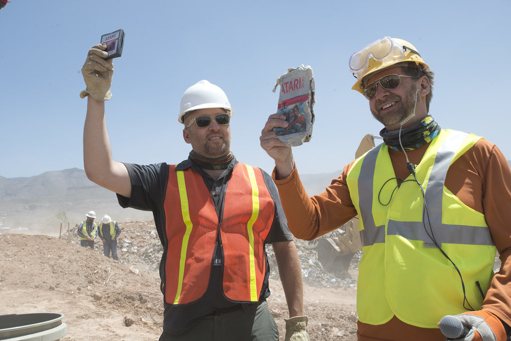 Zak Penn, director of Atari: Game Over, and archaeologist Andrew Reinhard held up the Atari 2600 E.T. the Extra-Terrestrial game found at the New Mexico landfill site.  Source: Microsoft