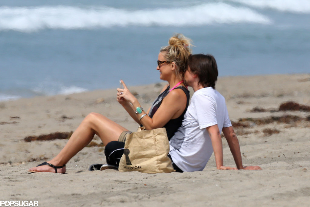 Kate Hudson and Matthew Bellamy announced their on-again status with kisses and cuddles on the beach in Mali