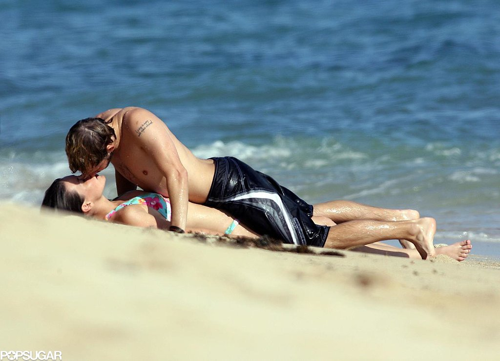 Former couple Evangeline Lilly and Dominic Monaghan steamed things up on the beach in Hawaii back in October 2006.