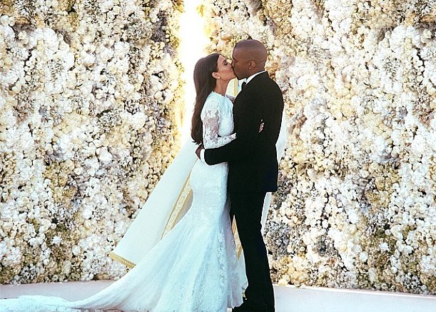 Kim kardashian39s givenchy wedding dress pictures for Kim kardashian s wedding dress