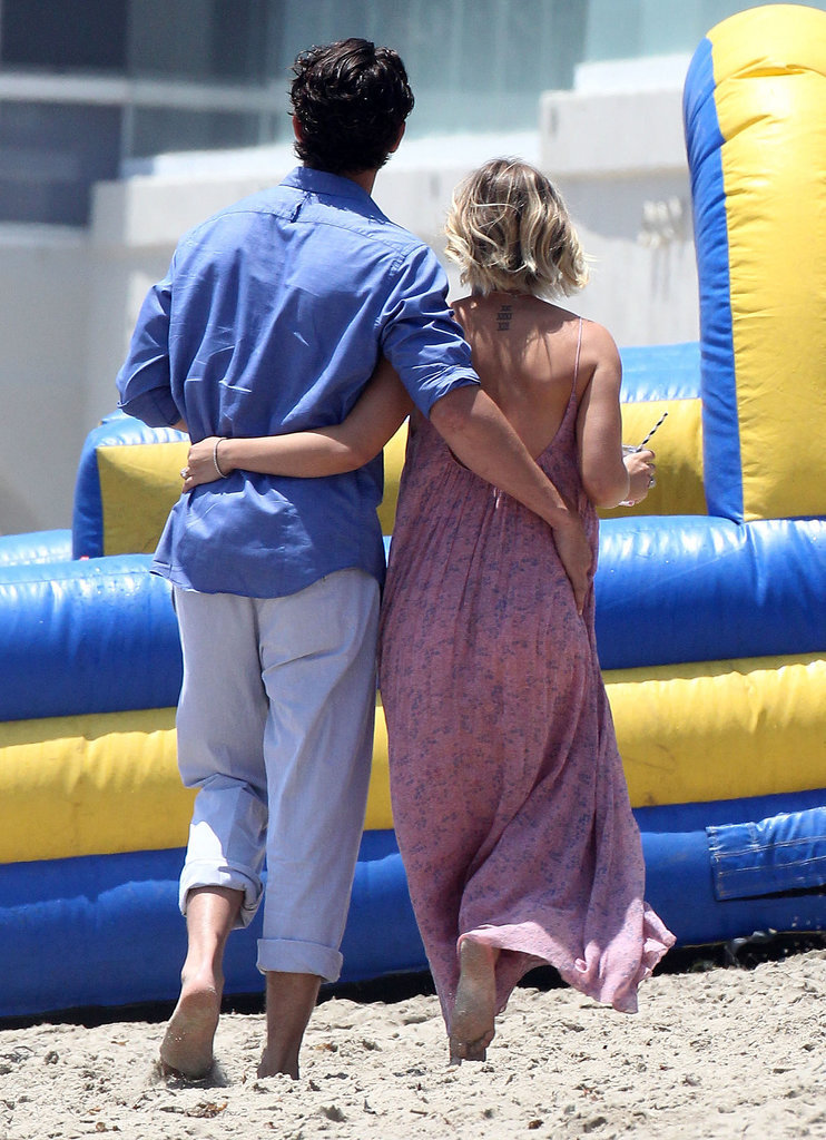 Sip, Selfie, Snuggle: Kaley Cuoco and Ryan Sweeting's Memorial Day PDA
