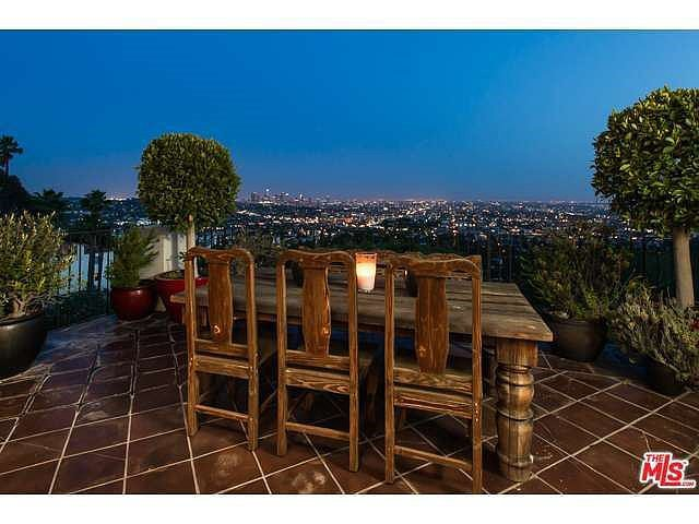 Alfresco dining with a backdrop of city lights.  Source: Coldwell Banker